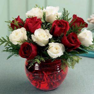 güller akvaryum vazolar beyaz güller