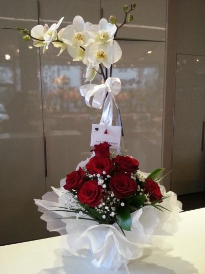 aranjman kırmızı gül orkide
