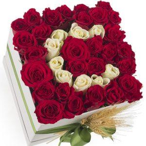 kutuda çiçek güller